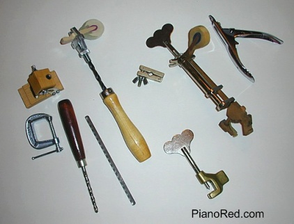 Herramientas para la entonación de los martillos del piano